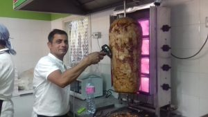 Ali Raza, 'Pizzeria e kebab' a Cesena
