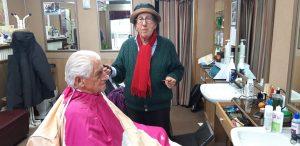 Il barbiere Romano Vaienti lascia dopo sessant'anni